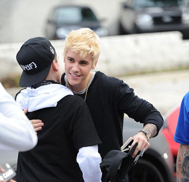 Penampilan Baru Justin Bieber Dengan Gaya Rambut Pirang Sekarjepun Com